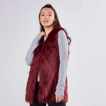 Fur Detailed Sleeveless Gilet with Zip Closure