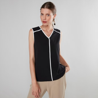 Sleeveless V-neck Top with Contrast Piping and Curved Hem