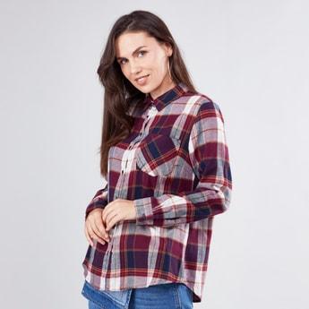 قميص كاروهات بأكمام طويلة وجيب