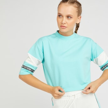 Colour Block T-shirt with Crew Neck and Printed Sleeves