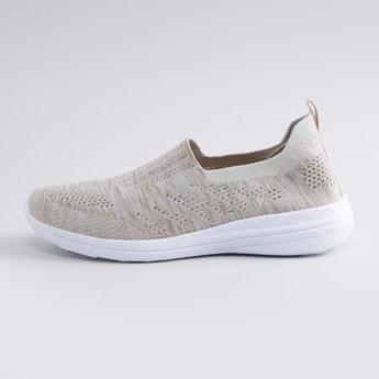 حذاء رياضي سهل الارتداء بملمس بارز مع علامة تبويب