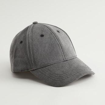 قبعة كاب بطبعات تايبوغرافية