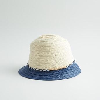 قبعة بارزة الملمس