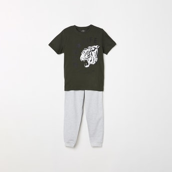 FAME FOREVER KIDS Boys Printed T-shirt and Solid Track Pants
