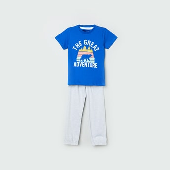 MAX Printed T-shirt with Solid Track Pants