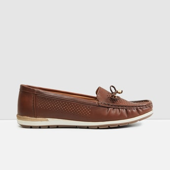 MAX Textured Cut-out Detail Loafers