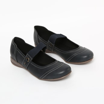 CATWALK Solid Round Toe Shoes