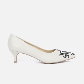 ALLEN SOLLY Embroidered Pointed Heels