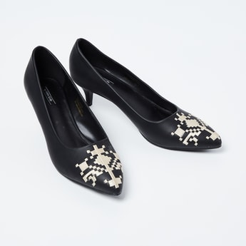 ALLEN SOLLY Embroiderd Pointed-Toe Heels