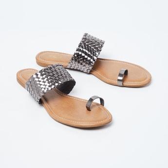 INC.5 Textured Toe-Ring Flat Sandals