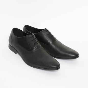 RED TAPE Genuine Leather Textured Oxford Shoes
