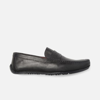 V8 by RUOSH Men Genuine Leather Textured Penny Loafers