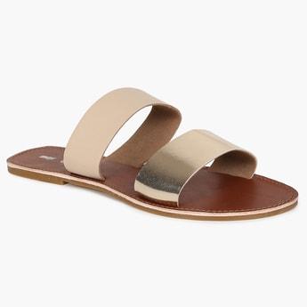 MAX Metallic Tinge Strappy Sandals