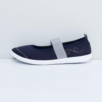 MAX Solid Flap Closure Shoes