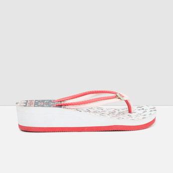 MAX Prinetd V-Strap Platform Slippers