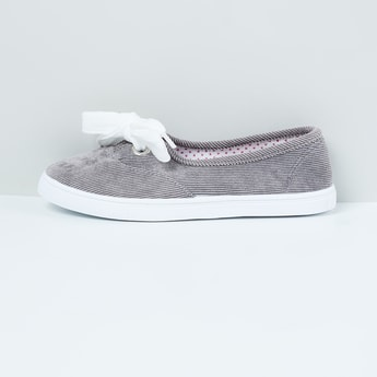 MAX Textured Tie-Up Detail Shoes