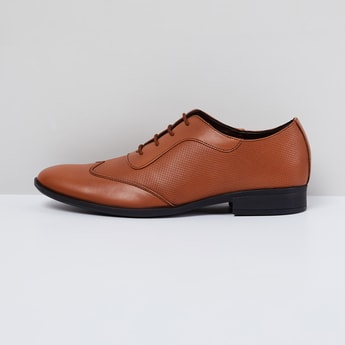 MAX Wingtip Textured Oxford Shoes