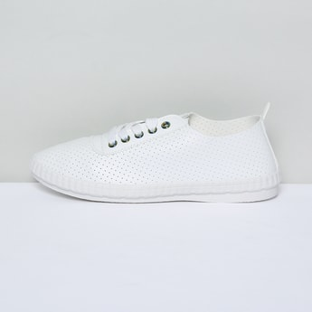 MAX Perforated Low-Top Casual Shoes