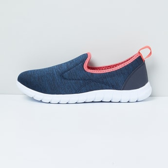 MAX Texturd Slip-On Sports Shoes