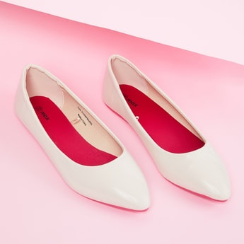 MAX Solid Pointed-Toe Ballerina