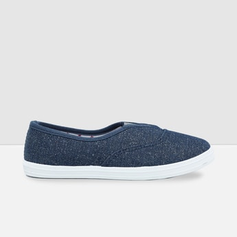 MAX Solid Slip-On Canvas Shoes