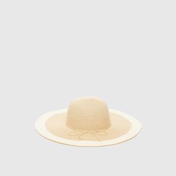 قبعة بارزة الملمس بزينة فيونكة