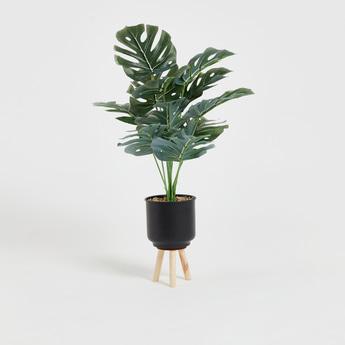 نبات صناعي في إناء زرع
