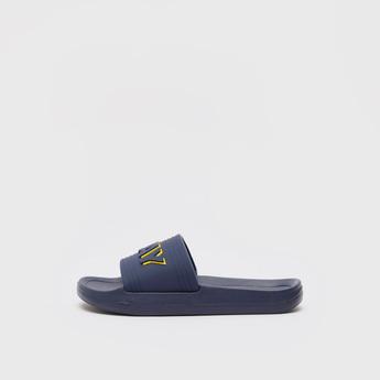 حذاء خفيف بتفاصيل نقوش نصيّة