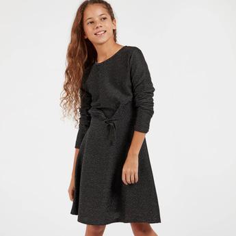 فستان بارز الملمس بأكمام طويلة وعقدة