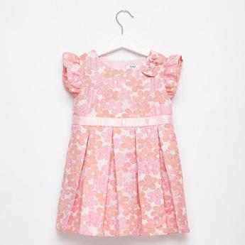 فستان دون أكمام بياقة مستديرة وكشكش وطبعات أزهار