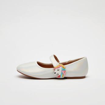 حذاء ماري جين بتطريز يونيكورن