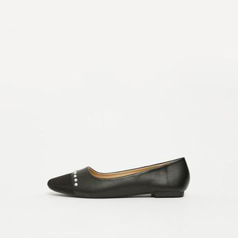 حذاء باليرينا بمقدمة مستديرة وتفاصيل لؤلؤ