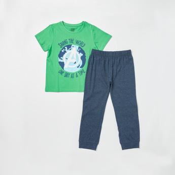Avengers Print T-shirt and Solid Jog Pants Set