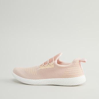 حذاء رياضي سهل الارتداء بارز الملمس