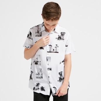 قميص بأكمام قصيرة وطبعات وزر إغلاق