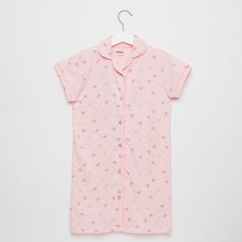قميص نوم بأكمام كاب وطبعات مع زر إغلاق