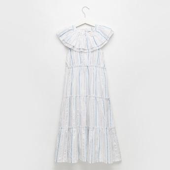 فستان طويل مخطط متعدّدة الطبقات مع كشكشة وزر إغلاق
