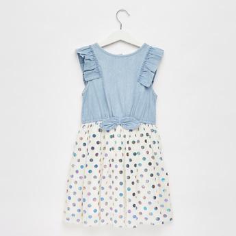 فستان بطول الركبة بفيونكة وتفاصيل شبكية