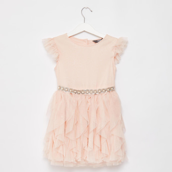 فستان بارز الملمس بتفاصيل كشكش وأربطة