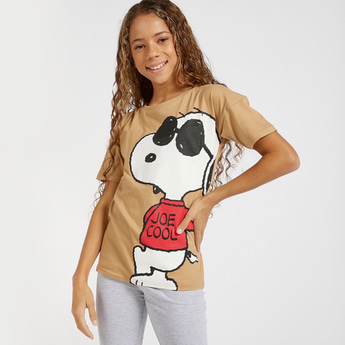 Snoopy Print Boxy T-shirt with Round Neck and Drop Shoulder Sleeves
