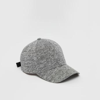 قبعة سادة بحزام بإبزيم إغلاق قابل للتعديل