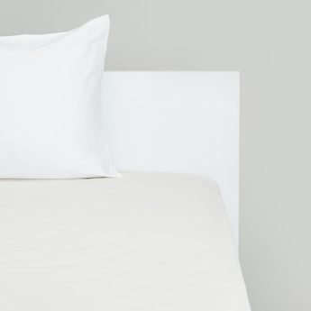 Solid Queen Fitted Sheet with Elasticised Hem - 200x150 cms