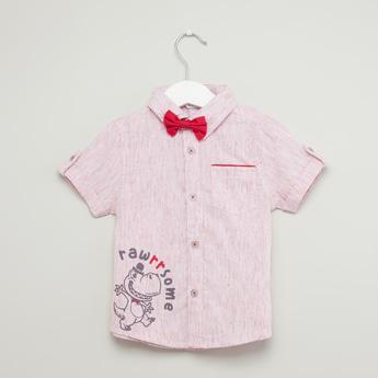 قميص بأكمام قصيرة وطبعات جرافيك وبابيون