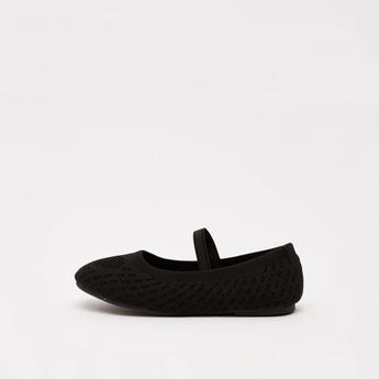 حذاء باليرينا بارز الملمس بحزام مطاطي وزينة قلب