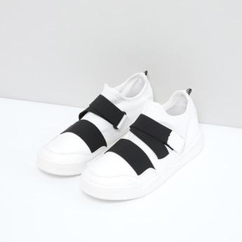 حذاء رياضي سهل الارتداء بشريط إغلاق وأحزمة مطّاطية
