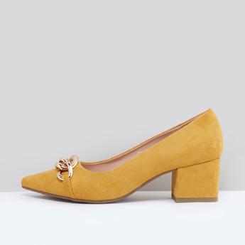 حذاء كعب عالي سهل الارتداء بتفاصيل ميتاليك وقوالب ملوّنة
