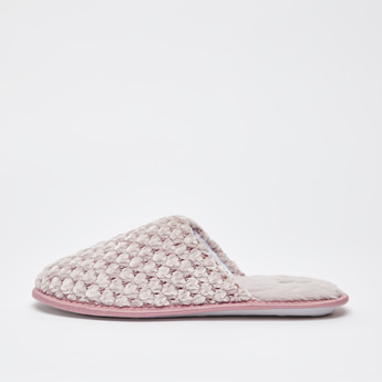 Textured Closed Toe Slippers