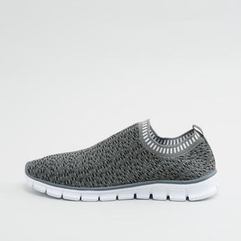 حذاء سهل الارتداء بارز الملمس برقبة مضلعة