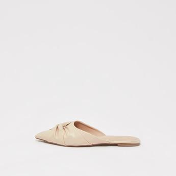 حذاء سهل الارتداء بكسرات ومقدمة مدببة