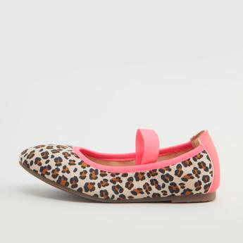 حذاء ماري جين بطبعات وإغلاق مطاطي